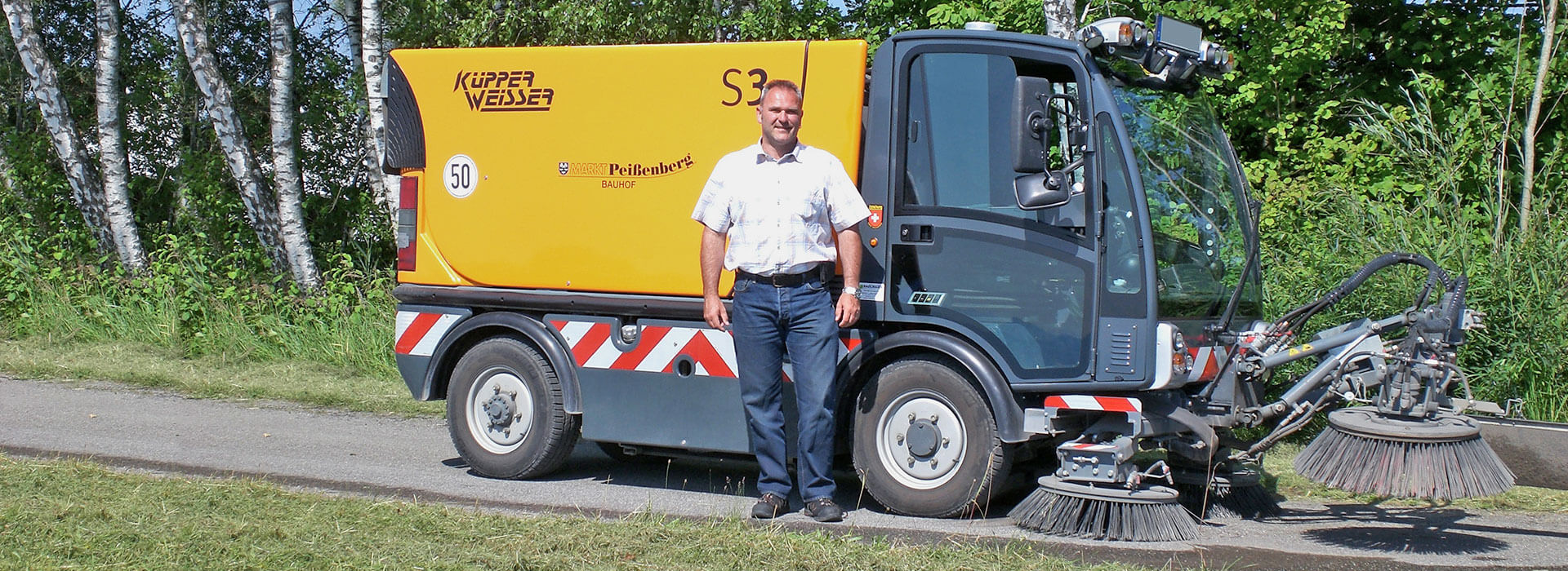 Bauhofleiter Roman Bals und die Kupper Weisser S3 von Radlmaier