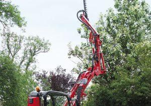 Der Gianni Ferrari Turboloader von Radlmaier schneidet Bäume