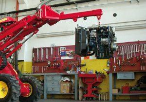 Der Gianni Ferrari Turboloader von Radlmaier beim Transportieren eines Motors